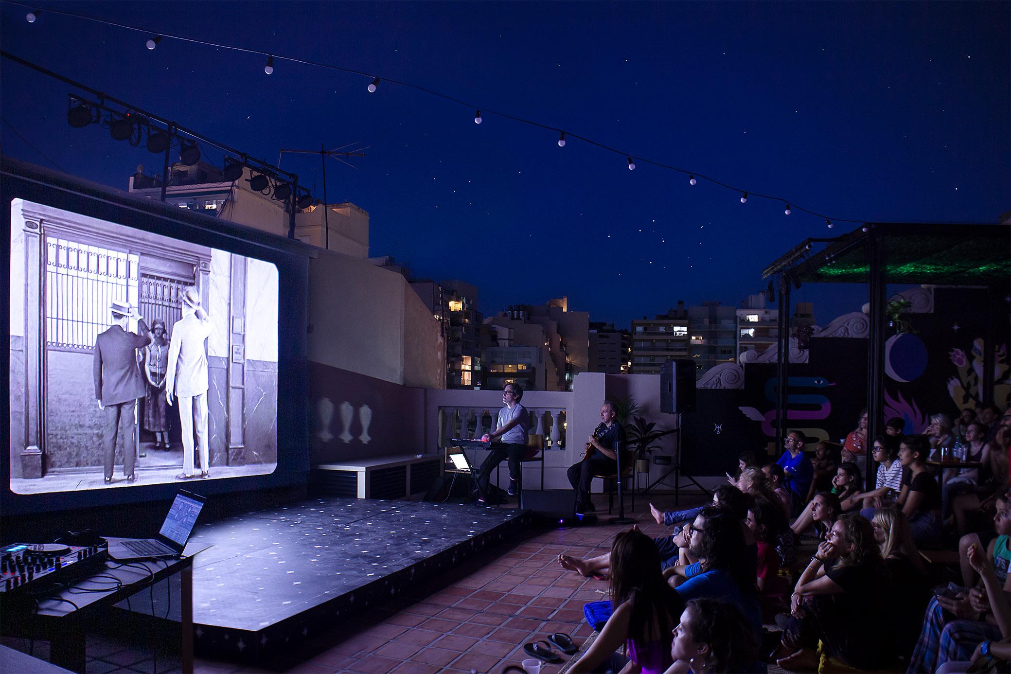 Noches de música, cine y astrología en la Terraza del CC25